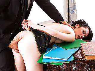 Student chick gets banged in the White..